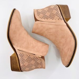 NEW Madden Girl Neville Ankle Bootie in Blush | 7